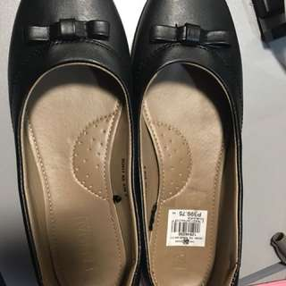 Parisian flat shoes size 9 on tag but fits to size 8