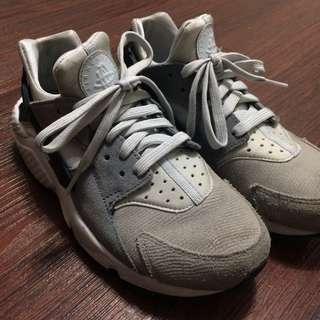 Nike 灰白武士鞋