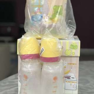 TUPPERWARE TWINKLE BABY SET with Gift Box