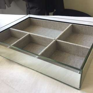 Mirrored jewellery tray