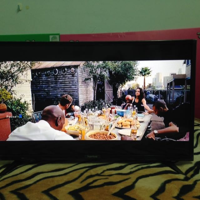 32inch LED Multimedia TV 3mos OLD
