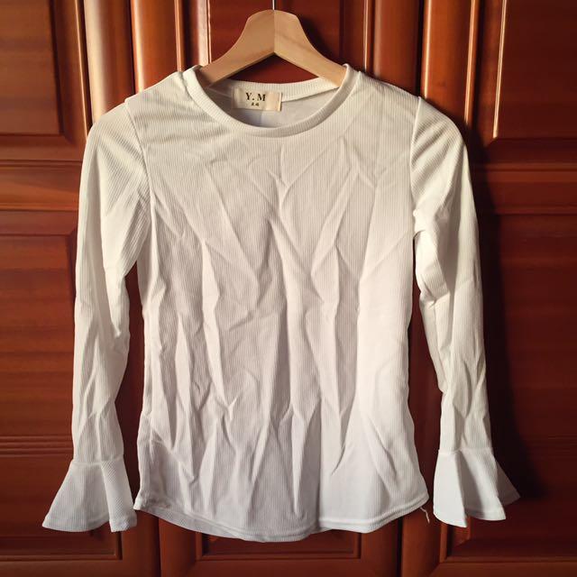 白色直紋喇叭袖上衣