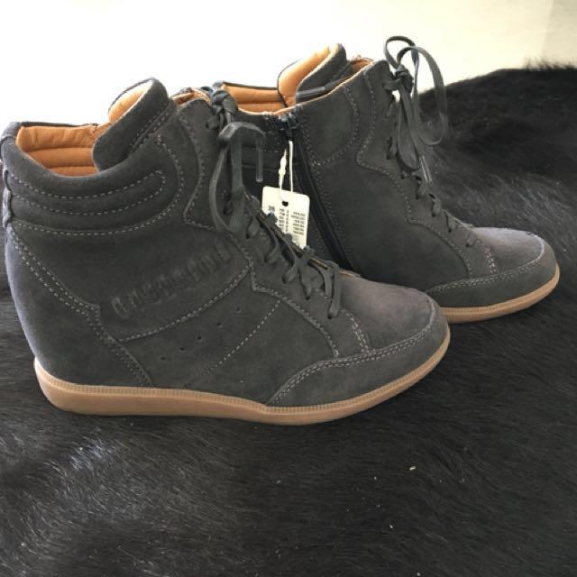 BRAND NEW Esprit wedge sneakers