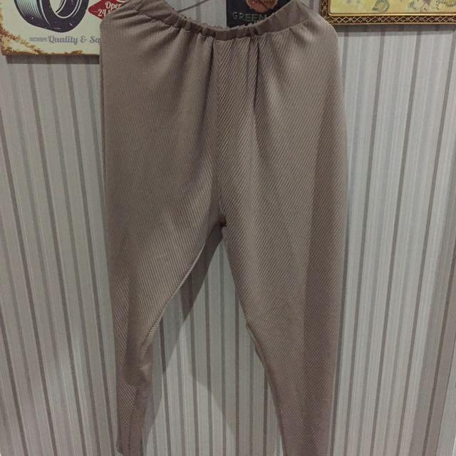 Celana pleats brown