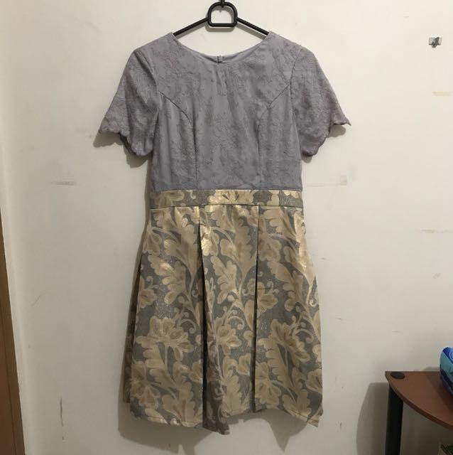 Grey tulle flowery dress
