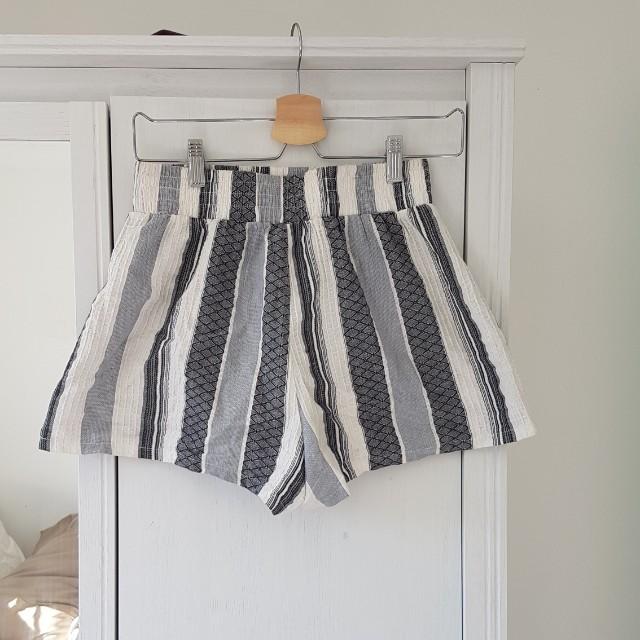 Linen striped shorts