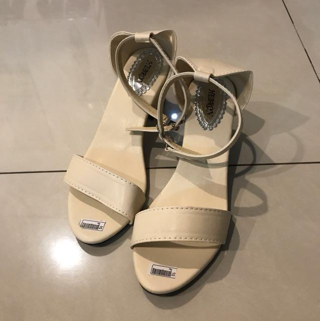 Selatu heels broken white size 37