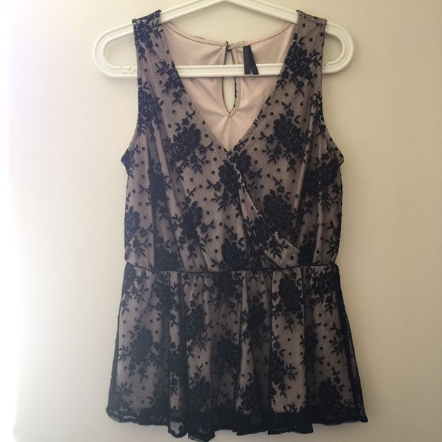 Size S lace top