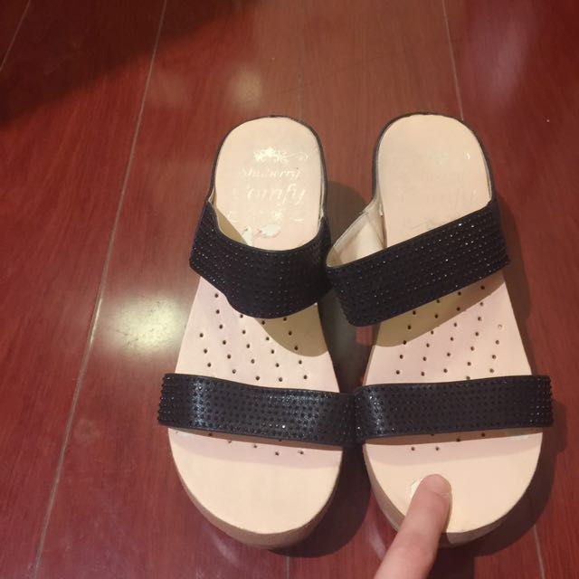 Super Soft Comfortable Black Sandals Size: 39