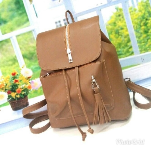 Tas ransel atau backpack wanita