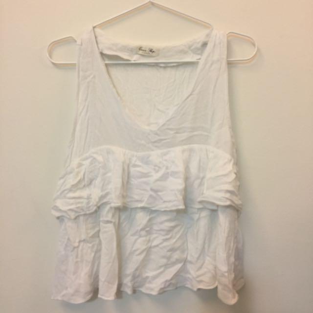 白色棉麻感V領無袖背心(購自Queenshop)