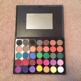 CROWN 35 Matte Eyeshadow Palette