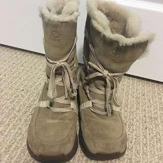 ULU Winter Boots Size 6