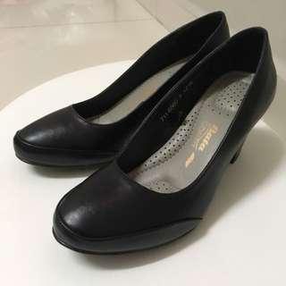 [FREE 📮] BATA Comfit Court Shoes