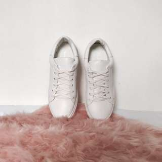 Sheshe White Shoes