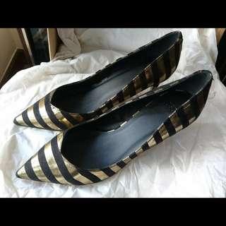 金黑色高踭鞋