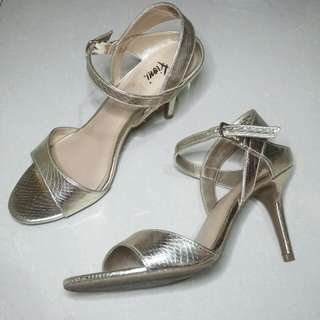 Gold Heels (Fioni Payless)