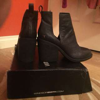 Windsor Smith brand new leather boots flat black size 8.5 39.5
