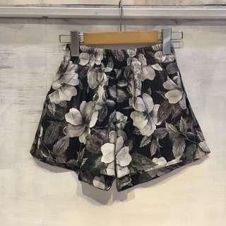 皮質花卉短褲