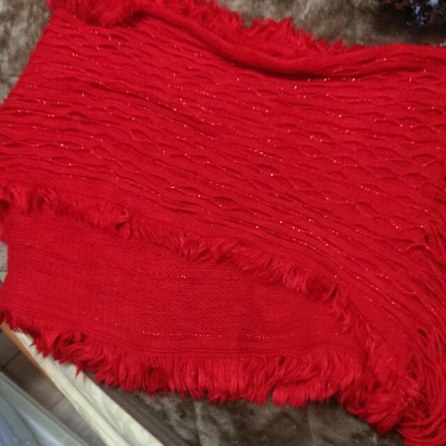 大紅色圍巾