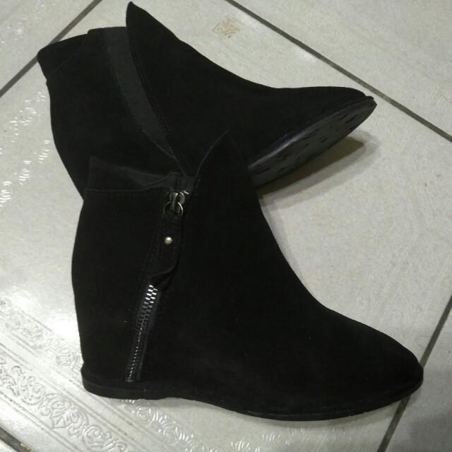 全新  黑色絨布面 內增高短靴   增高  厚底靴  短靴  23碼  36號   正常版鞋   買來覺得不適合自己的型  便宜賣出