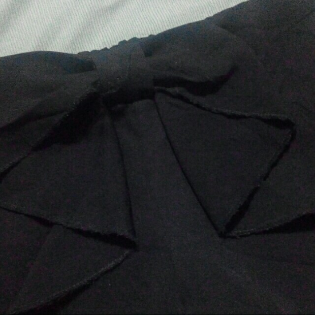 Black bow shorts