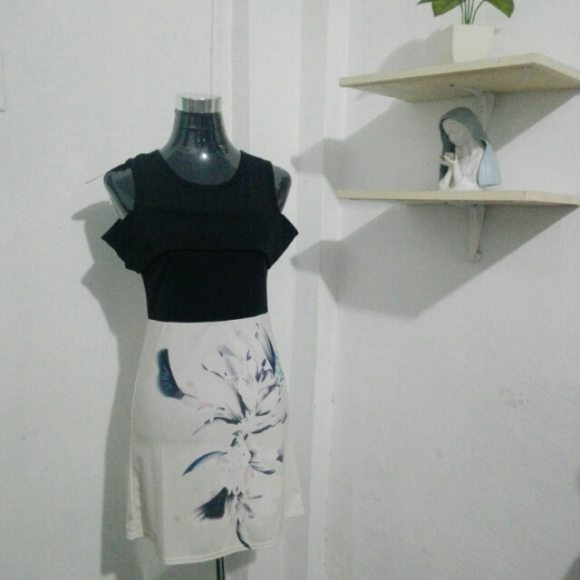 Dress (Off-Shoulders)