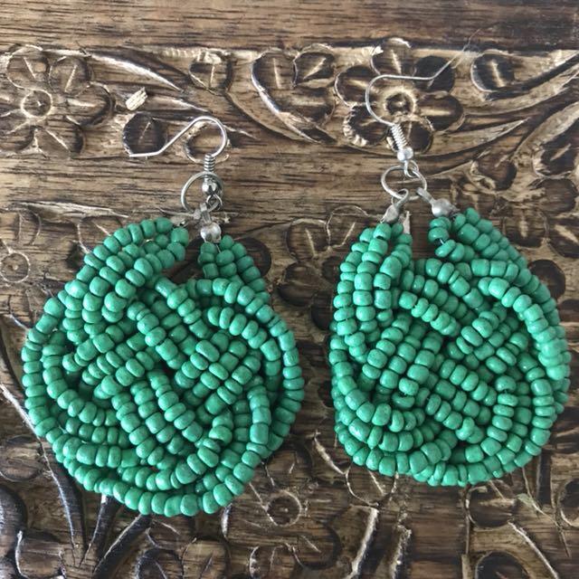 Emerald green beaded earrings