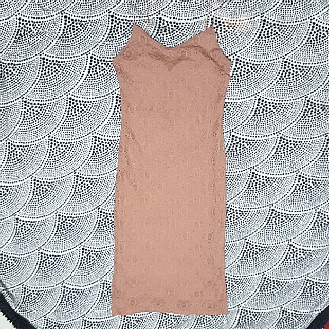 FOREVER 21 - Bodycon Lace Dress