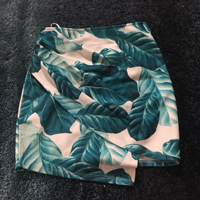 Front Row Leaf Skirt **petite fit**