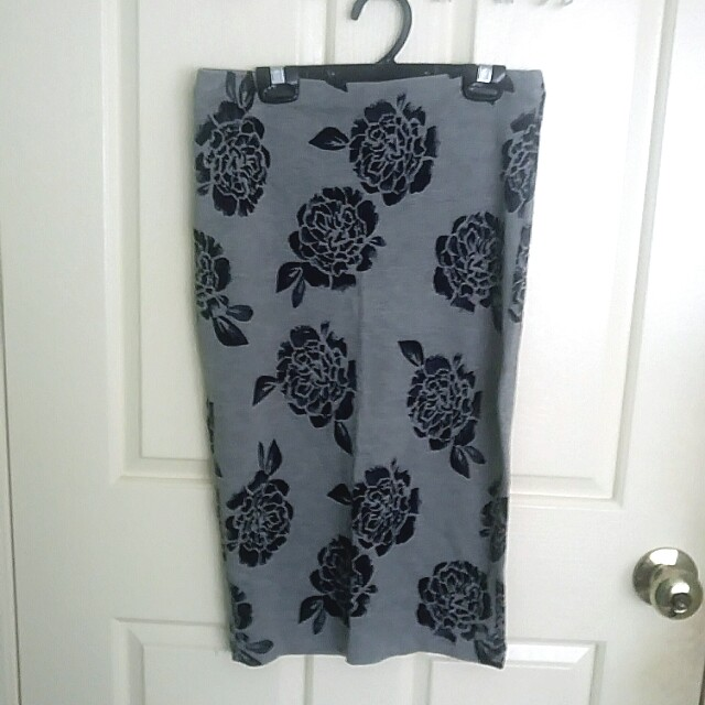 Grey floral midi skirt size XS