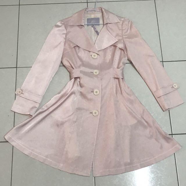 IRIS 緞面粉嫩甜美優雅A字風衣 M號#雙十一女裝出清