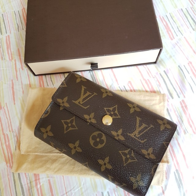 bb11cee48774f Louis Vuitton Lv Alexandra Wallet Luxury Bags Wallets On Carou