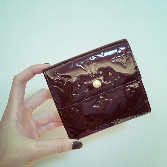 Louis Vuitton M93523 酒紅漆皮短夾