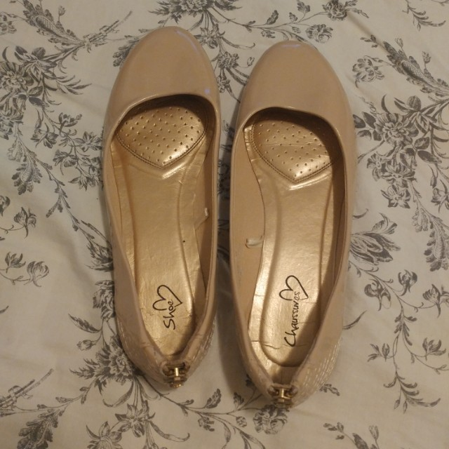 Nude flats, size 7.