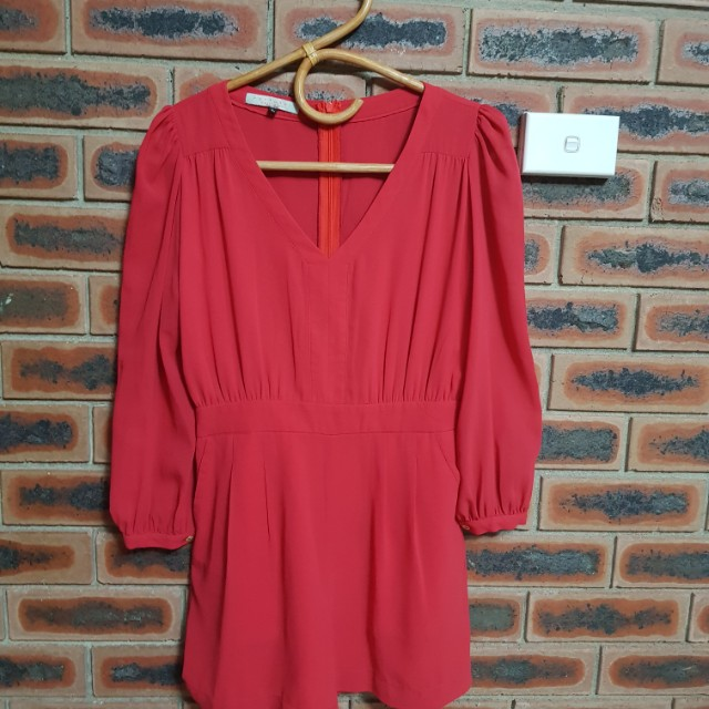 RED LONGSLEEVES PLAYSUIT SIZE L (AU8)