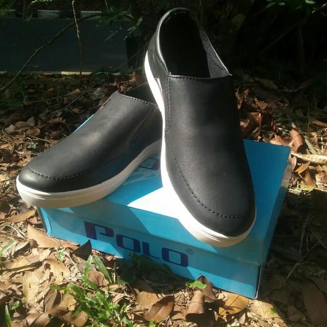 Sepatu polo