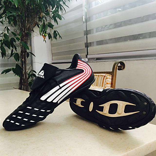 Soccer Cleats (size 11)
