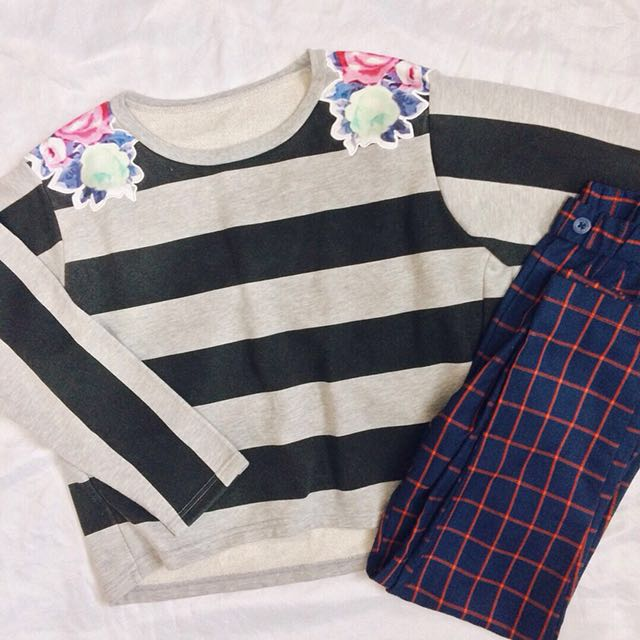 Stripes sweatshirt with floral patch