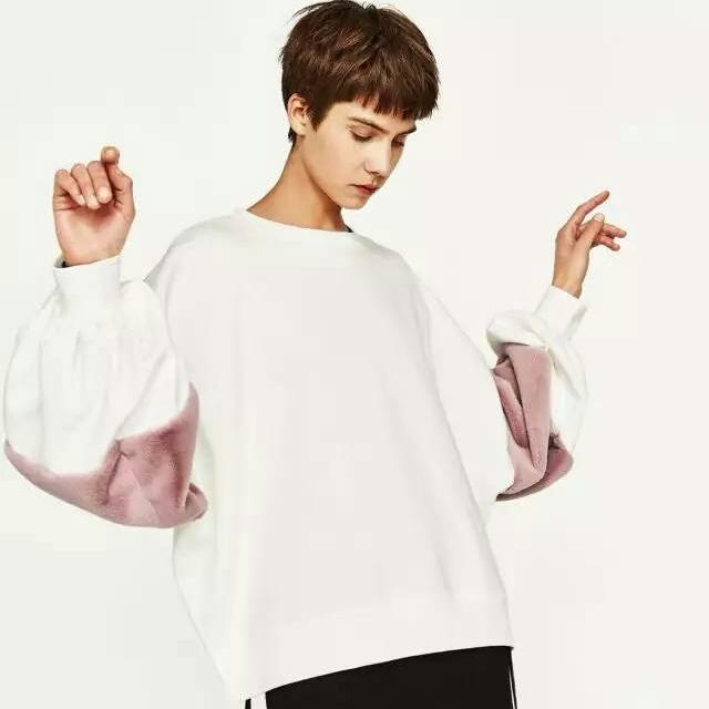 Zara白色接粉色毛絨絨泡泡袖衛衣