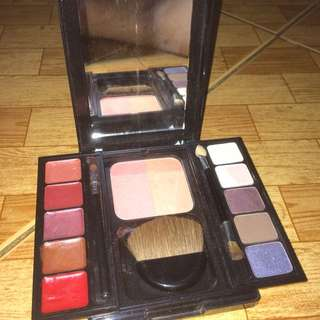 REVLON travel palette