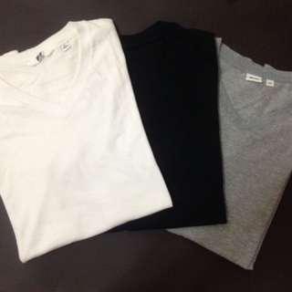 日本國民平價UNIQLO黑/灰/白色素面V領短袖T恤/TEE/t-shirt/休閒品牌