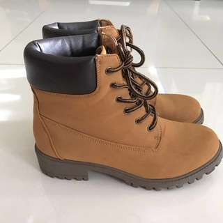 RTP: $50 😱 Tan Factorie Brooklyn Boots
