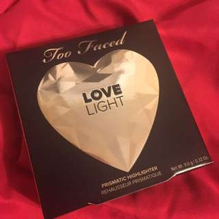 ~NEW~Too faced Love Light Prismatic Highlighter