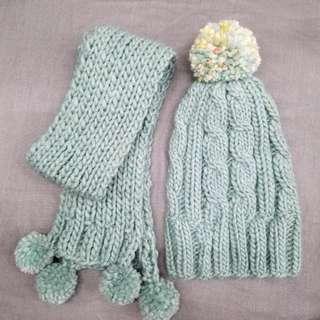 100% handmade hat & scarf in set