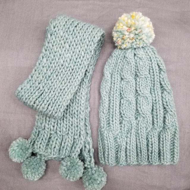 100% handmade hat & scarf in set