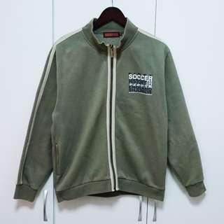 (贈送男裝)軍綠字母微厚外套