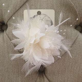 Lovisa Feather Hair Piece / Fascinator