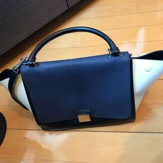 CELINE MEDIUM TRAPEZE BAG (price reduced)