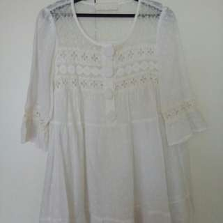 🚚 White Lace Tunic Top w Bell sleeves